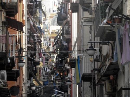 Dans les ruelles du Quartier Espagnol à Naples